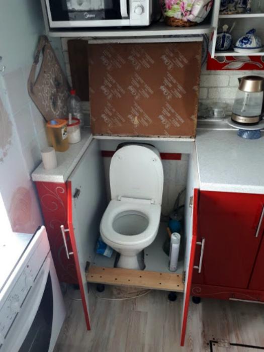 Унитаз в шкафчике. | Фото: SafeReactor.