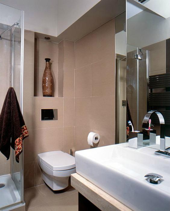 Ванная комната в кремовых тонах.