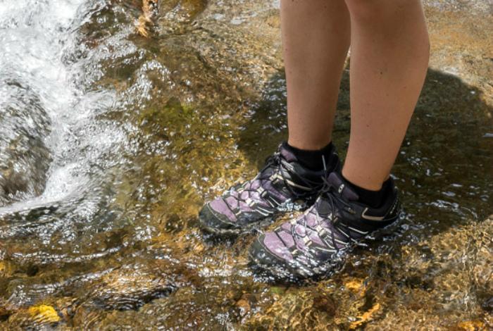 Сделать обувь водонепроницаемой. | Фото: 1GAI.ru.