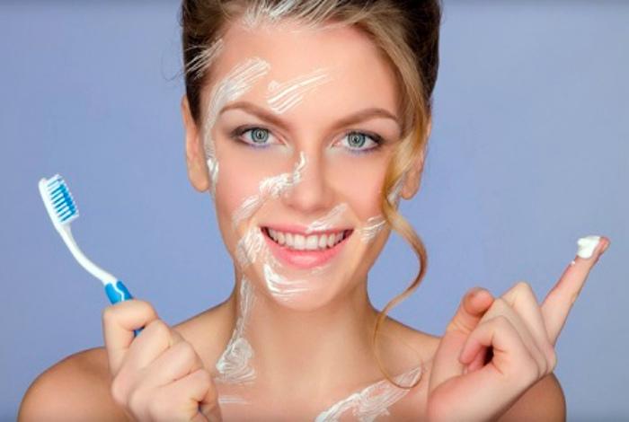 Использовать зубную пасту от прыщей. | Фото: clione.ru.