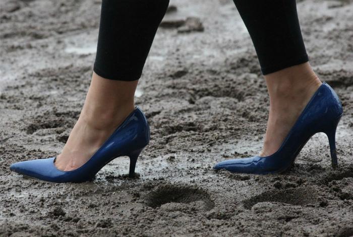 Грязная неухоженная обувь. | Фото: cellcode.us