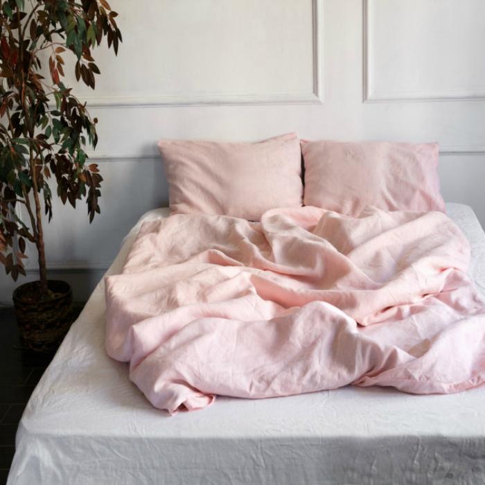 Редкая смена постельного белья.