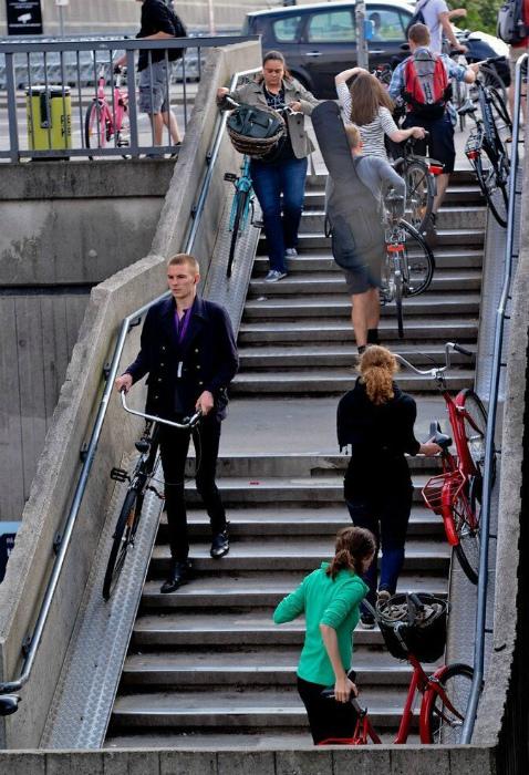 Узкие пандусы для велосипедов. | Фото: Fishki.net.