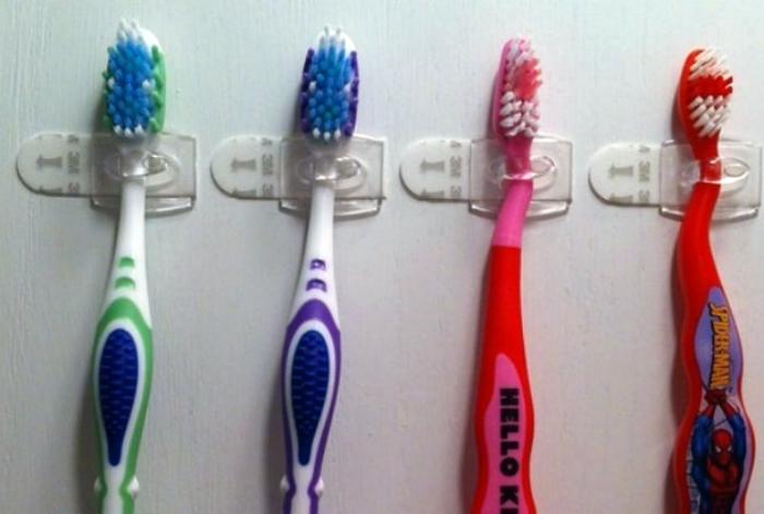 Фиксация зубных щеток.
