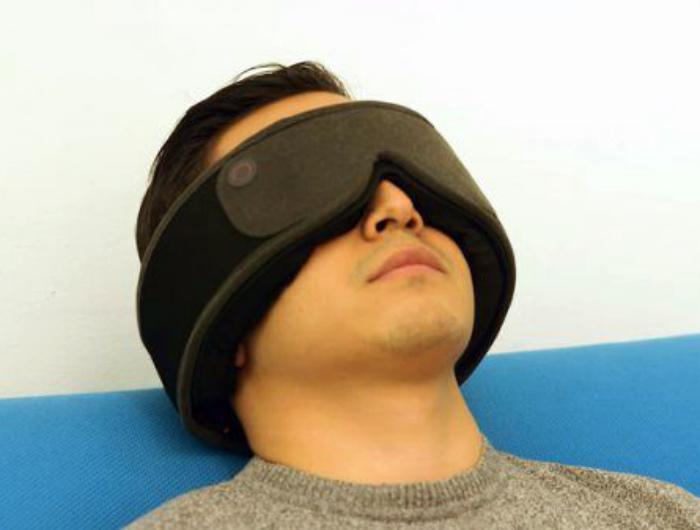 Виртуальная маска для сна с будильником. | Фото: klikabol.com.