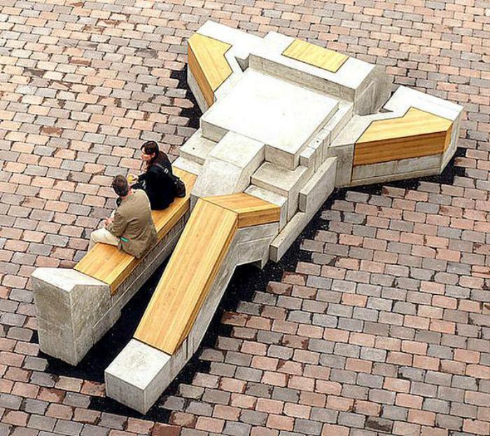 Скамейка в виде робота.