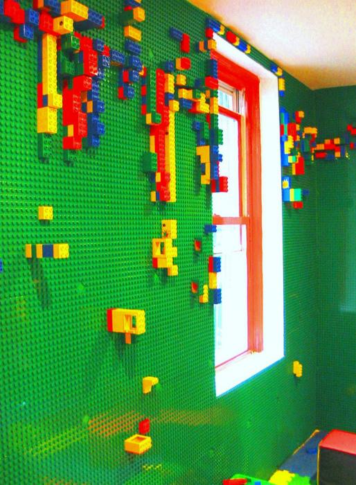 Lego-стена в интерьере детской.