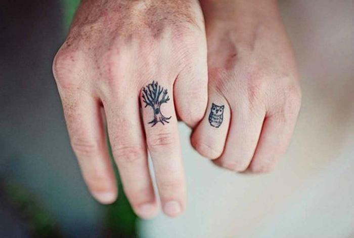 тату в виде кольца на пальце