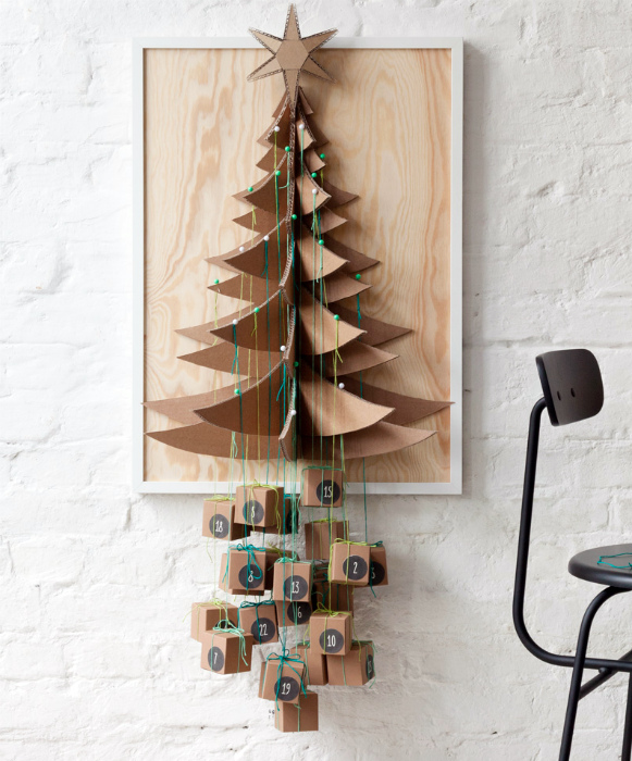 Объемная инсталляция из фанеры и картона.
