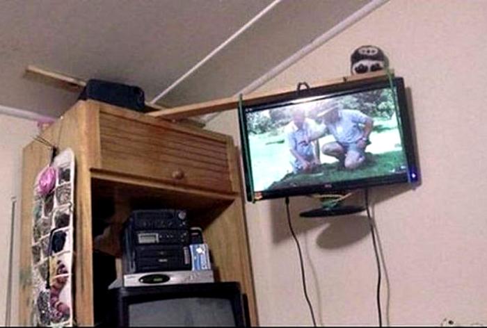 Надежное крепление для телевизора.