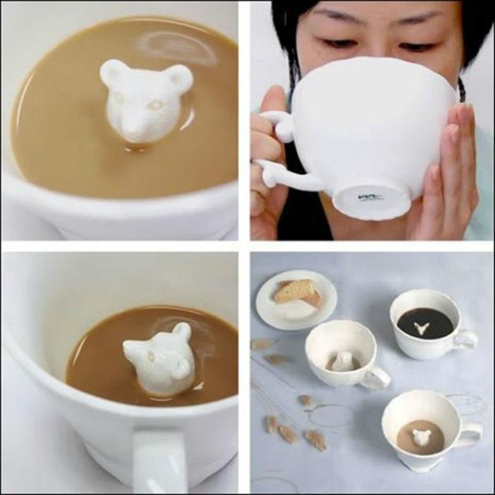 Чайный сервиз с объемными фигурками животных внутри.