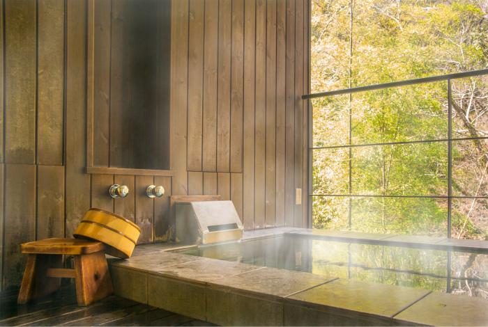 Регулярные горячие ванны.