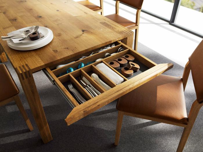 Стол с выдвижным шкафчиком. | Фото: Pinterest.