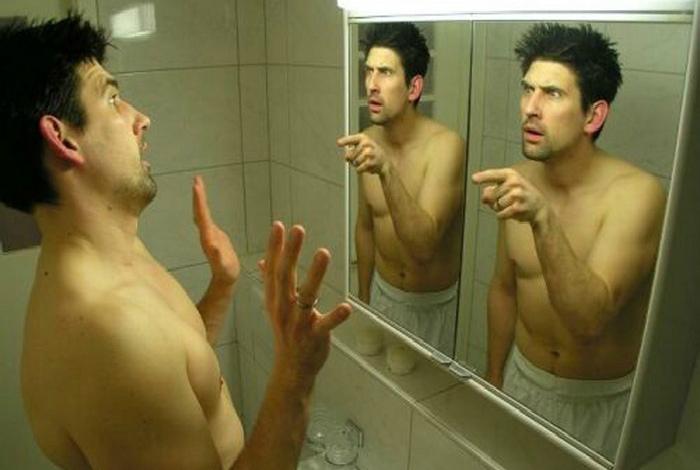 Привычка разговаривать с самим собой. | Фото: minikar.ru.