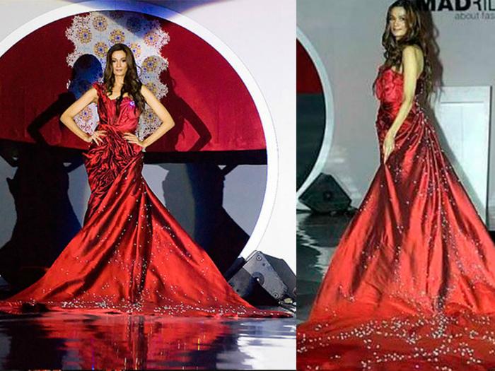 Вечерний наряд цвета бургунди из тафты и шелка от малазийского дизайнера Абдулы Файзали. Платье усыпано 752 бриллиантами, один из которых весит 70 карат.