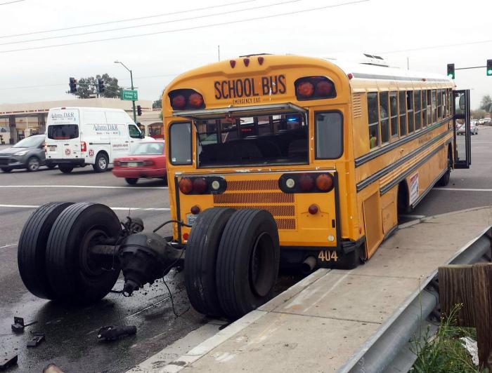Даже школьный автобус не хочет в школу.