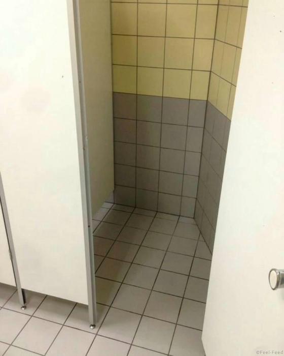Угловая туалетная кабинка.