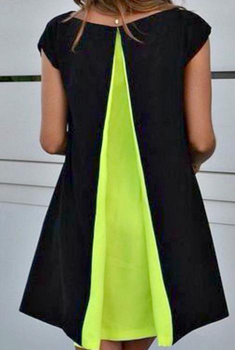 Платье с яркой вставкой.
