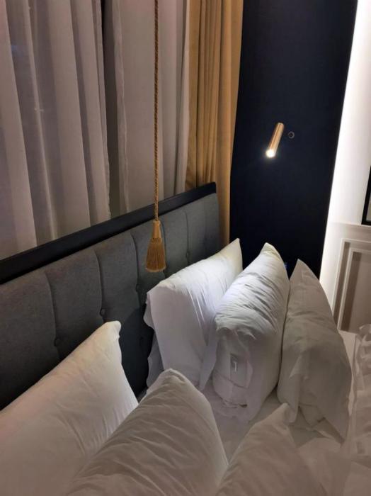 Выключатель над кроватью. | Фото: Развлекательный портал TitCat.