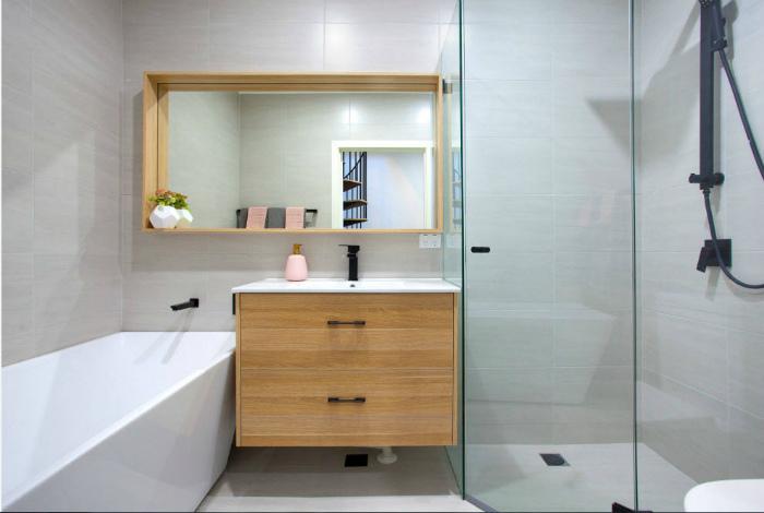 Ванная комната в спокойных тонах.