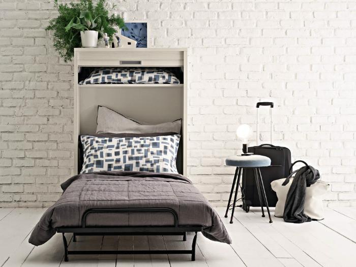 Кровать-комод в минималистичном интерьере.