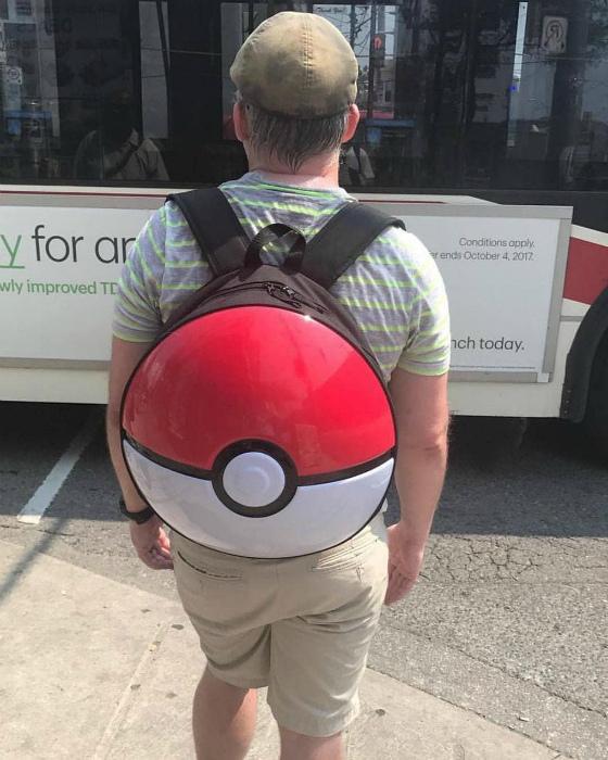Специфический рюкзак.