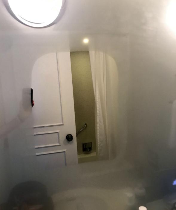 Зеркало для ванны с подогревом.