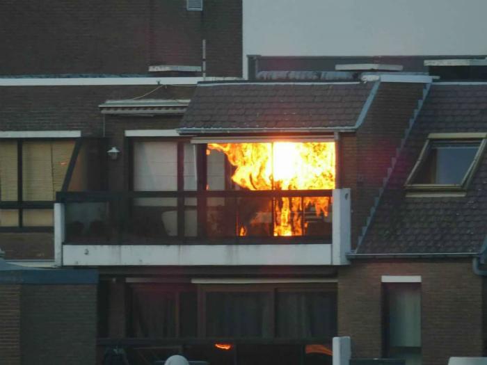 Отражение заката в окнах.