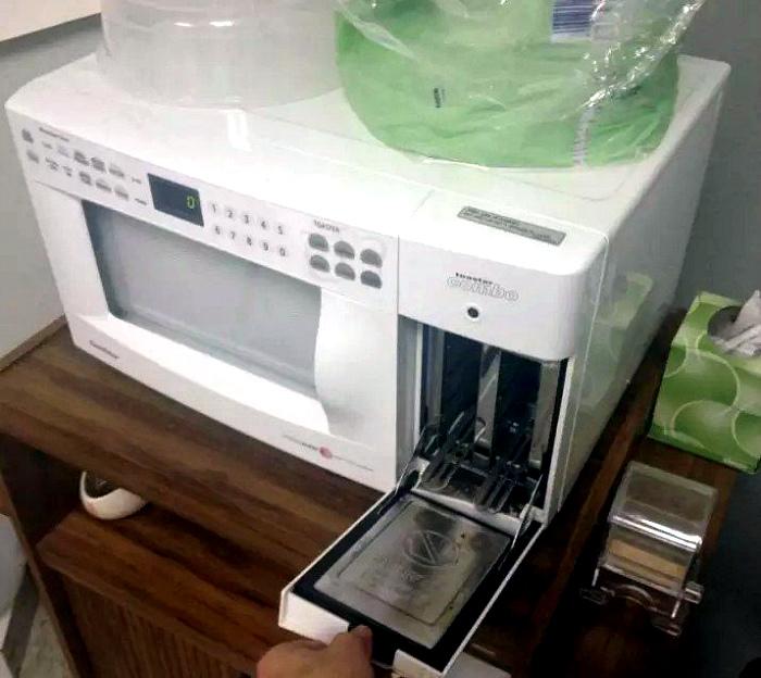 Микроволновка со встроенным тостером.