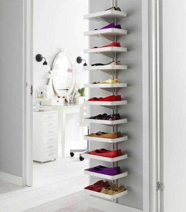 Узкий стеллаж для обуви. | Фото: Pinterest.
