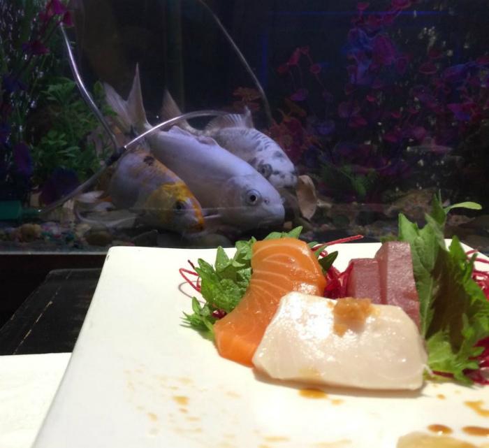 Рыбы в японском ресторане.
