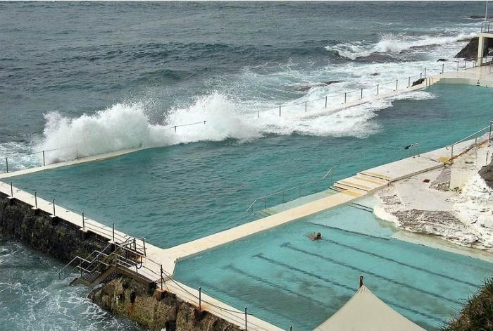 Бассейн с морской водой.