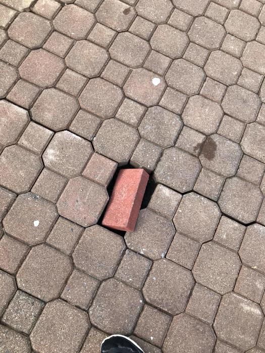 Недостающая плитка.