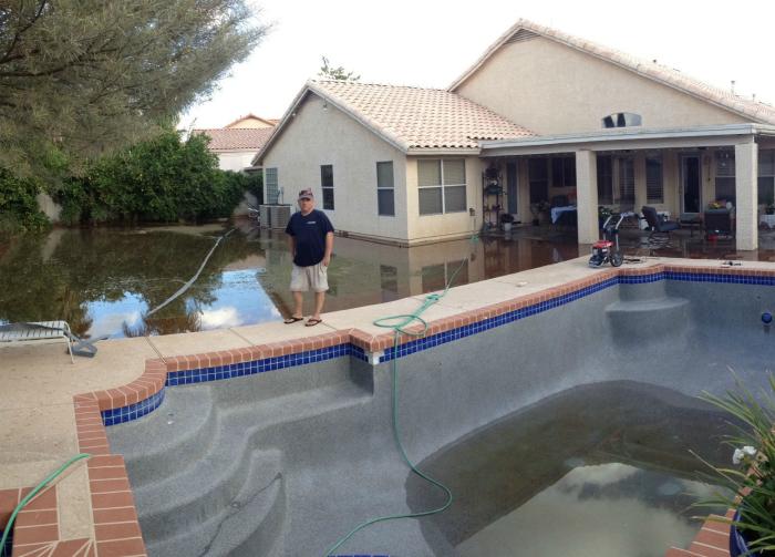 Решил наполнить бассейн.