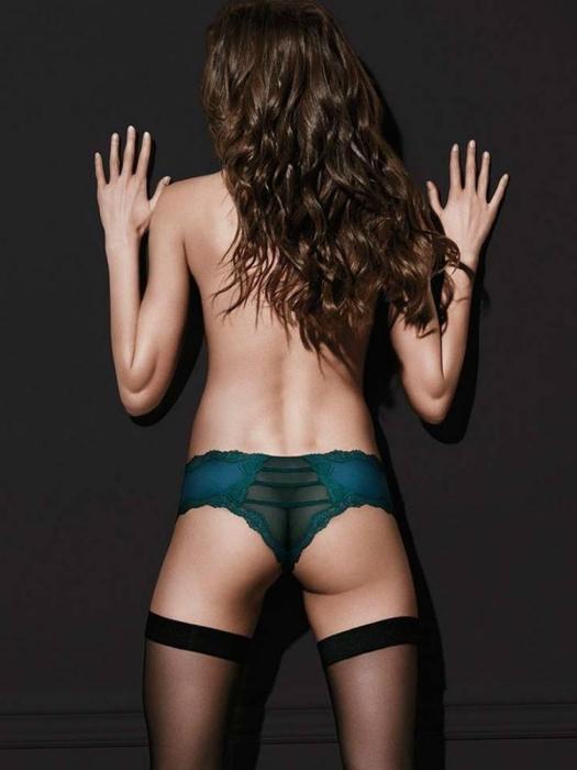 Модель Victoria's Secret без одной ягодицы.