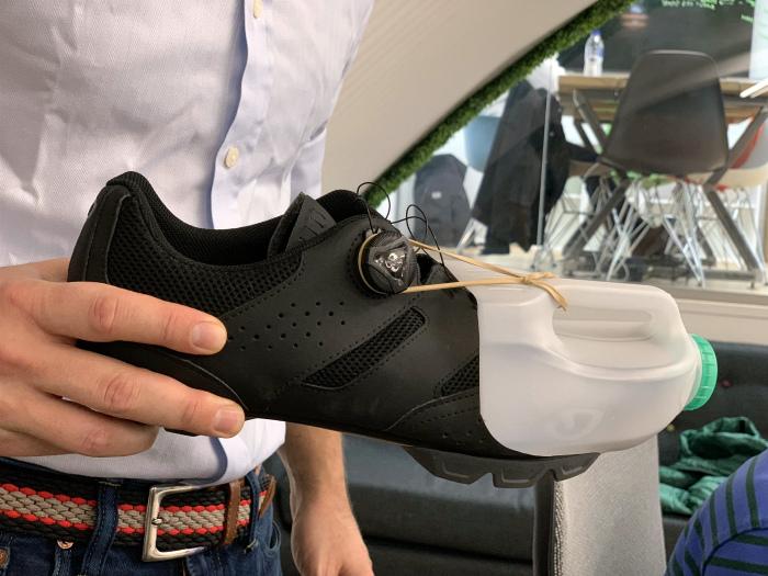 Ботинки дорогие, а канистры дешевые.
