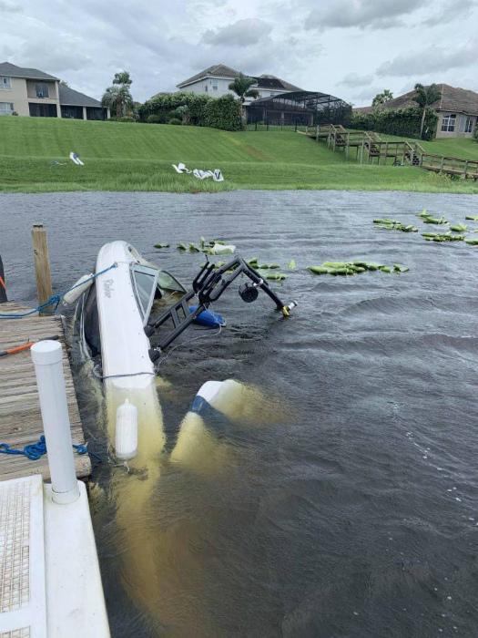 Лодка счастливой жизни затонула! | Фото: Бугага.