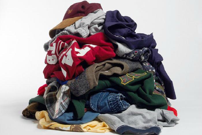 Изношенная и порванная одежда.