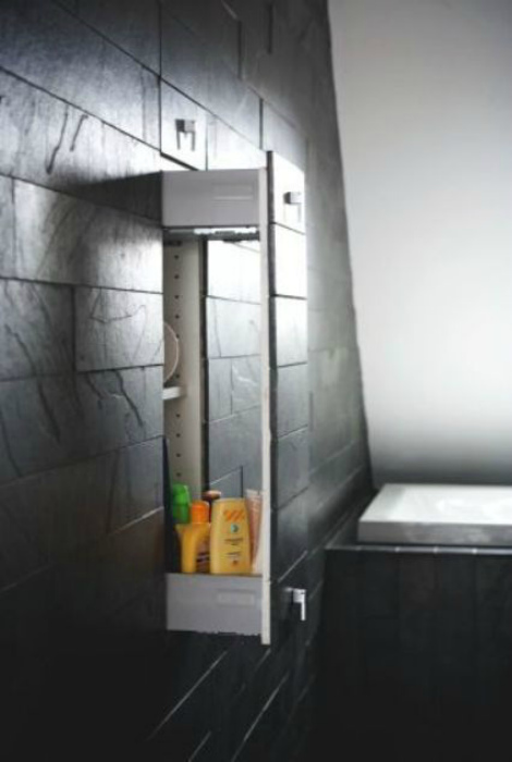 Узкий вертикальный шкафчик. | Фото: Shelterness.