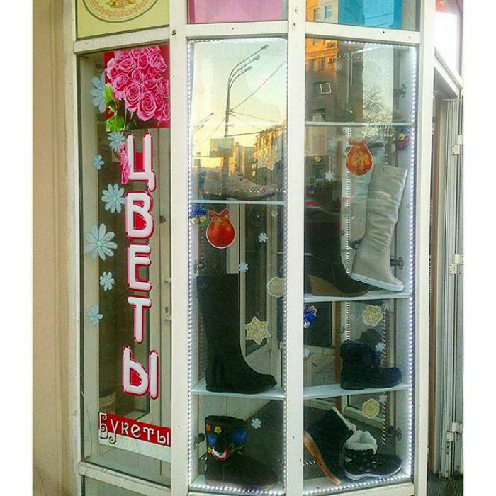 «Вообще мы торгуем цветами, сапоги - это так, для декора!» | Фото: Фишки.нет.