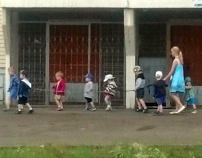 Вам это не напоминает прогулку в тюрьме? | Фото: bigsmi.com.