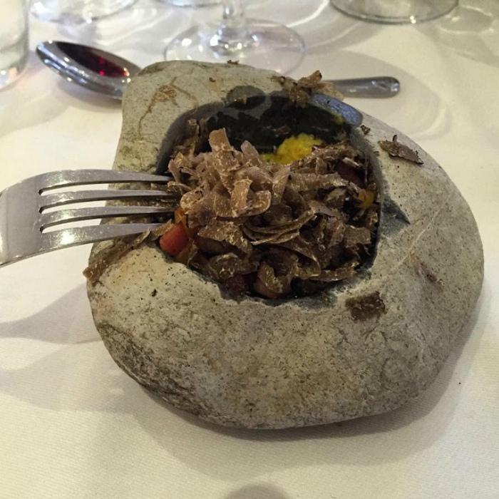 Блюдо в камне. | Фото: Триникси.