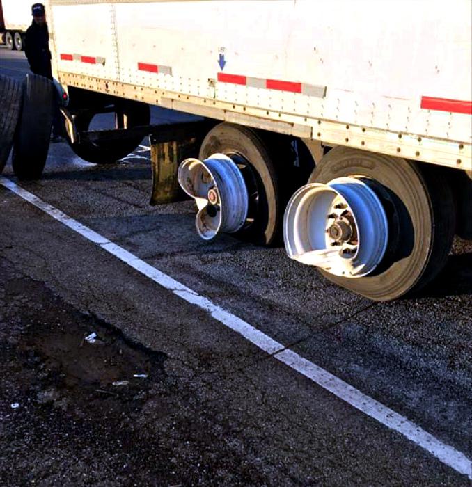 «Меня, конечно, предупреждали, что дороги плохие, но чтобы настолько...» | Фото: DumpaDay.