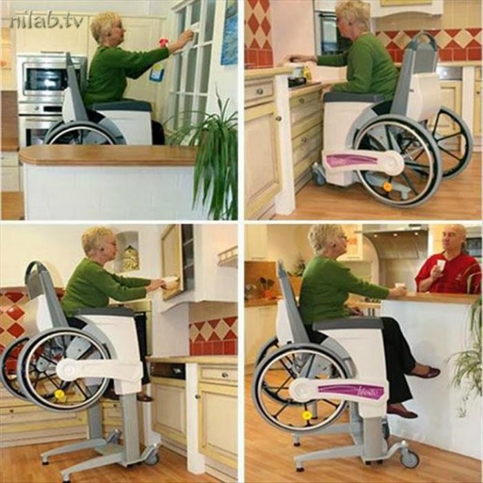 Инвалидное кресло с подъемным механизмом.