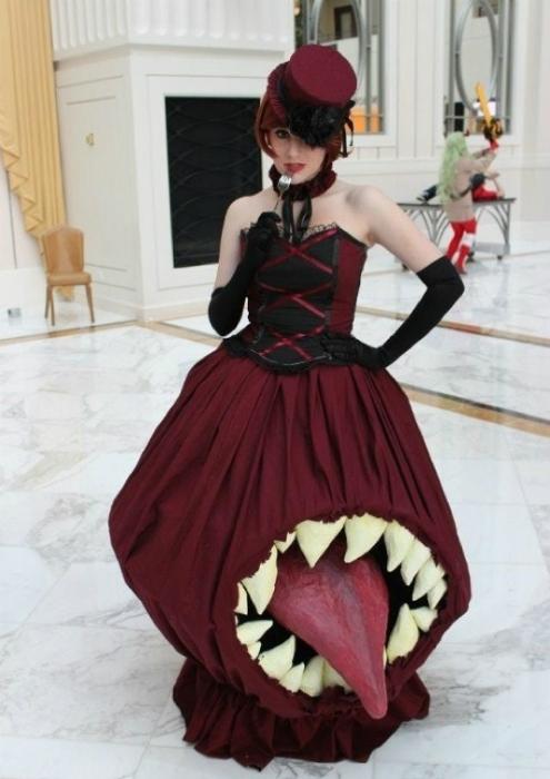 Платье, которое показывает язык.