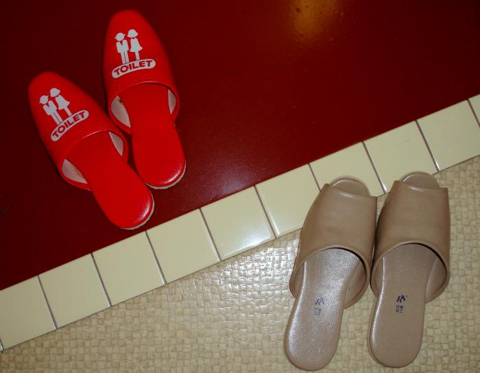 Сменная обувь для туалета.