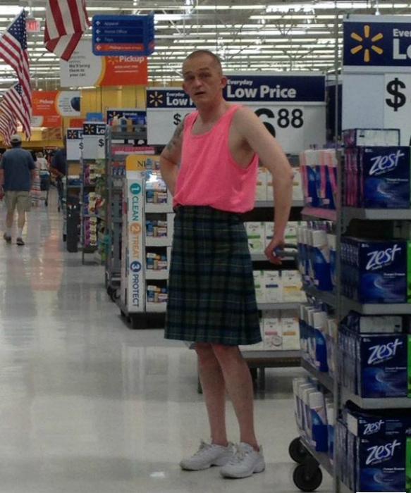 Мужчина в юбке.