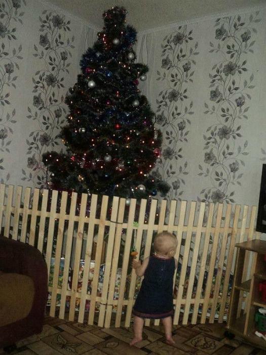 Защитите елку от детей!