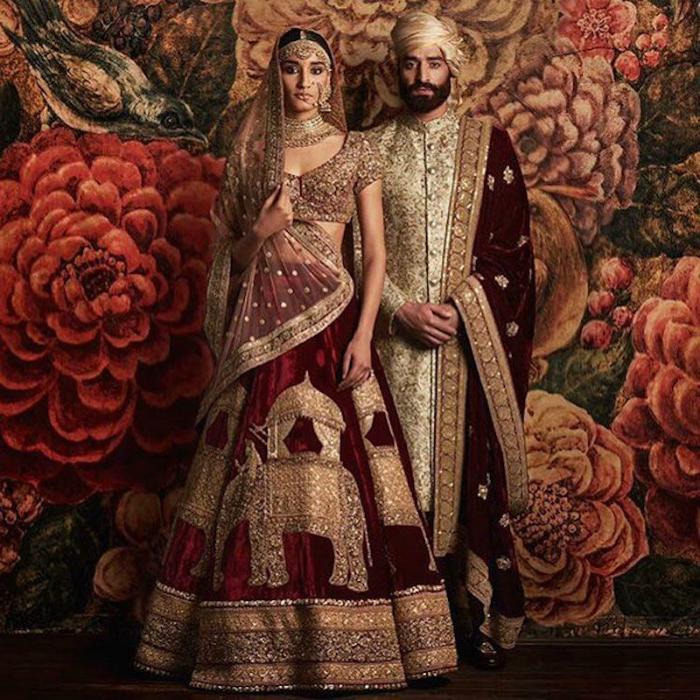 Индийские свадебные наряды жениха и невесты.