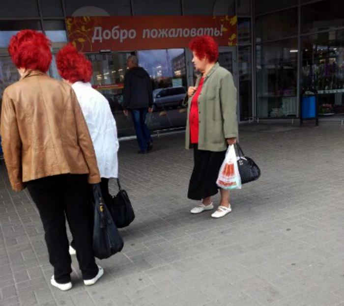 Красноволосые старушки.